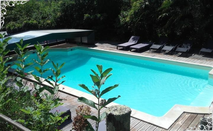 Swimming pool, jacuzzi, relaxation and well-being